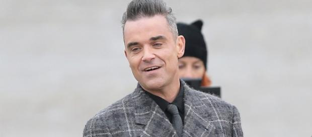 Robbie Williams dreaming of a GREY Christmas as silver fox films ... - mirror.co.uk