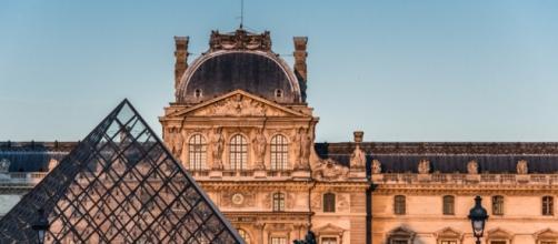 Attentato di probabile matrice terroristica al Louvre