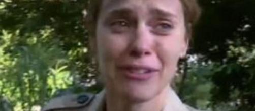 Carolina chora ao falar do filho