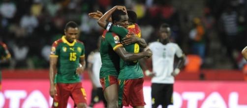 La gioia dei giocatori del Camerun dopo il primo gol nella semifinale contro il Ghana (ph. CAF)