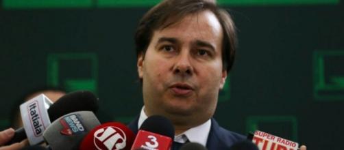 Presidente reeleito da Câmara, Maia mantém agenda alinhada com o Planalto