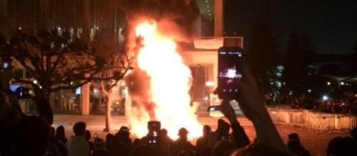 Rioters set fires in Berkeley on Wednesday evening (Breitbart News photo)