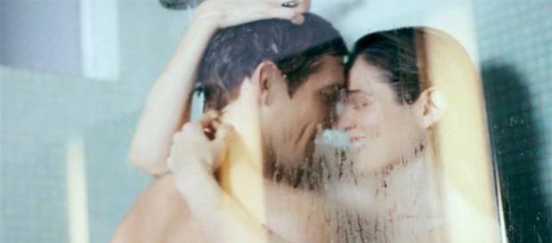 O banho a dois é benéfico para o casal