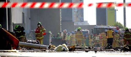 Air crash at Essendon DFO | The Border Mail - com.au