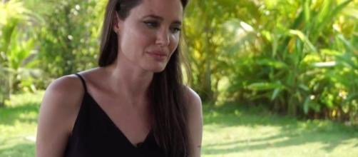 Angela Jolie gets emotional about divorce- Blasting News Library, BBC