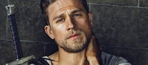 First Look at Charlie Hunnam as King Arthur - movieweb.com