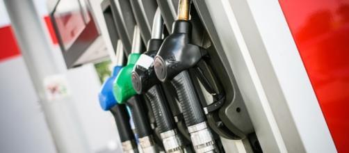 Governo ajusta preços dos combustíveis