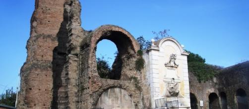 L'ingresso di Via del Mandrione, lungo via Tuscolana