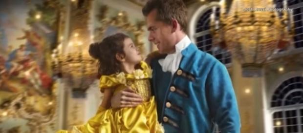 Pai fotógrafo presenteia filha com ensaio temático de ''A Bela e a Fera''. Reprodução: Youtube/Inside Edition