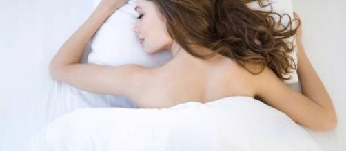 Dormir sem roupa pode ser saudável