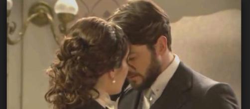 Hernando e Camila si baciano per la prima volta.