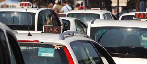 Maxiprotesta dei tassisti a Roma contro Uber