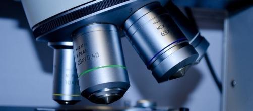 Microscopio da laboratorio di ricerca.