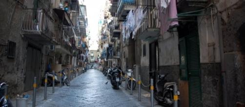 Napoli, arrestata 17enne del clan Elia: spacciava con la sorellina