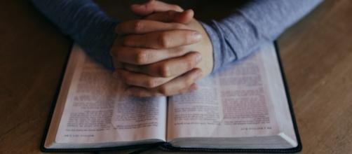 Religious study, photo by unsplash, pixabay.com, CC0