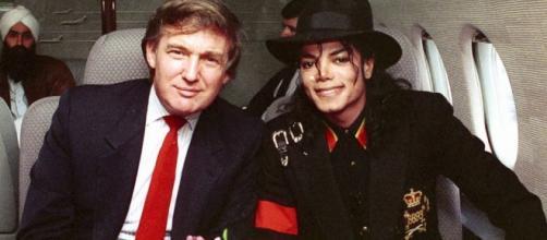 Suposta amizade das duas personalidades, Donald Trump e Micjhale Jackson, chama atenção