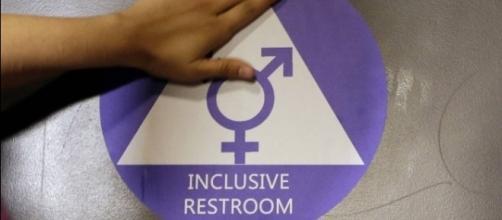Trump proíbe alunos transexuais de escolherem o banheiro que usam de acordo com o gênero que se identificam (Via:Globo)