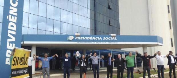 """Ato """"A Previdência é nossa! Pelo Direito de se Aposentar!"""", em Brasília, contra a reforma (Foto: Paula Labossière/Agência Brasil)"""