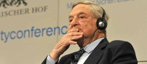 Er will Trumps Untergang und daran verdienen: George Soros. (Frank Plitt / Wikimedia Commons / CC BY-SA 3.0)