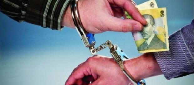 Instituțiile anticorupție să își îndeplinească atribuțiile
