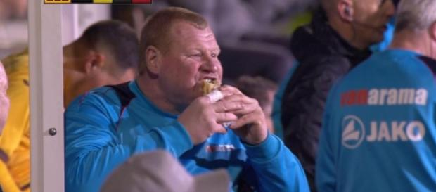 Sutton reserve keeper Wayne Shaw chomps a pie gives two fingers up ... - thesun.co.uk