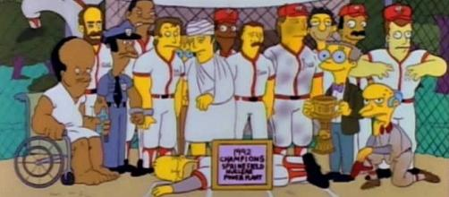 Finale of 'The Simpsons' episode 'Homer at the Bat'. Note Homer prone at center. / Photo from '.Mic' - mic.com