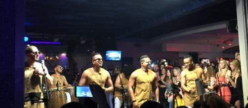 Grupo Extra in concerto sul palco del Le le Bahia (Lissone - MI)