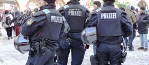 La polizia tedesca in tenuta di sicurezza