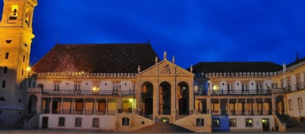Fachada da Universidade de Coimbra