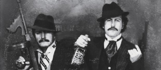 Gustavo (esq) e Pablo Escobar (dir)