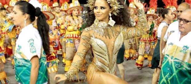 Viviane Araújo sambando (Foto: Imagem reprodução/ EGO)