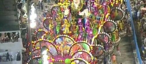 Carro alegórico da escola de samba Paraíso do Tuitu (RJ)
