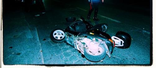 I giovani che viaggiavano a bordo dello scooter rubato erano appena andati via dal Serd.