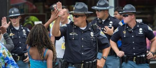 """Police Stop their """"High-5 Fridays"""" because it was scaring some kids? Photo: Blasting News Library - dailycaller.com"""