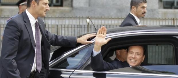 Berlusconi in Procura: 'La ragazza voleva estorcermi un milione di euro'
