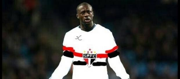 Touré joga no Manchester City, da Inglaterra, e ganhou uma montagem com a camisa do São Paulo
