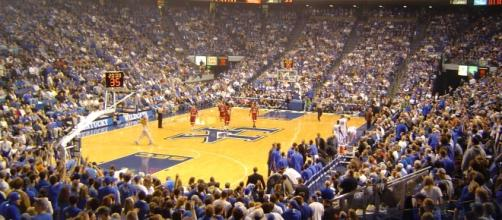 Kentucky hosts Florida in a college basketball battle of the two teams atop the SEC standings. [Image via Flickr Creative Commons]