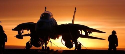 military jet fighter skeeze, pixabay.com cc0