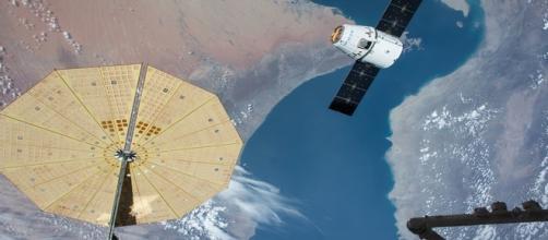 Space X cargo ship Dragon docking delayed (Wikimedia).