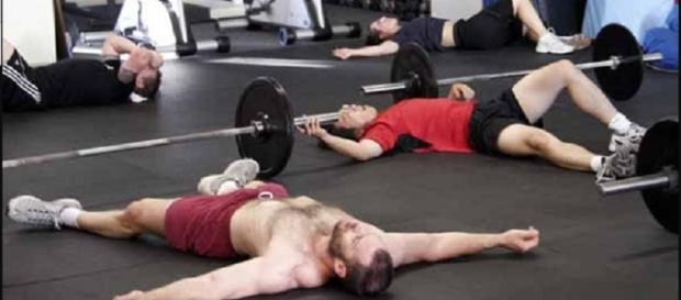 Além de exercícios, há outras coisas que as pessoas fazem na academia