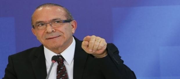 Em meio à denúncias, ministro Eliseu Padilha pede licença para cirurgia na próstata.