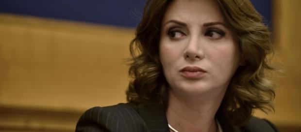 La giurista Anna Falcone parla di referendum sul lavoro (Foto: newslocker.com)