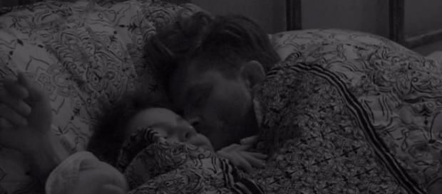 Marcos e Emilly balançam a cama no BBB17