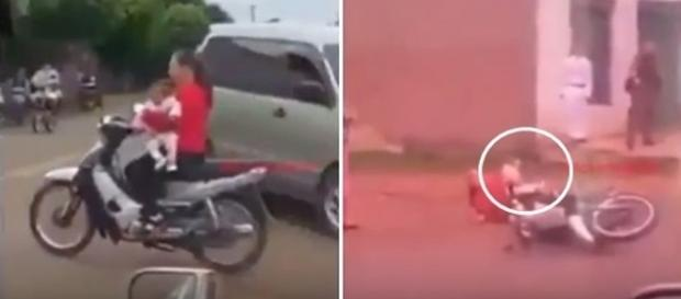 Na primeira imagem é possível ver a mulher levando a criança sem o mínimo de proteção, já na segunda o momento em que ela cai com a bebê no chão.