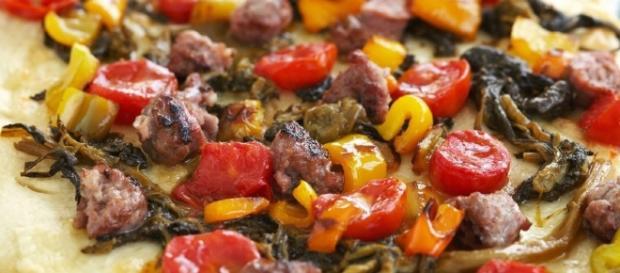 Pizza con salsiccia, friarielli e peperoni | Sale&Pepe - salepepe.it