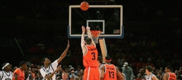 """Several recent buzzer beaters in college basketball show that """"March Madness"""" is approaching. [Image via Flickr Creative Commons]"""