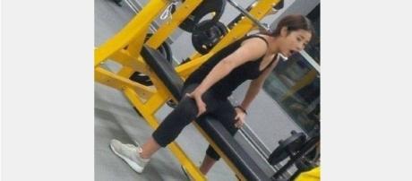 Mulher viraliza na internet após imagem de seus pés virados para trás ser compartilhada.