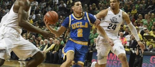 College star Lonzo Ball and No. 5 UCLA visit No. 4 Arizona in a key Pac-12 game Saturday night. [Image via Blasting News image library/inquisitr.com]