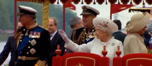 Regno Unito: Elisabetta II richiama tutti all'ordine - virgilio.it