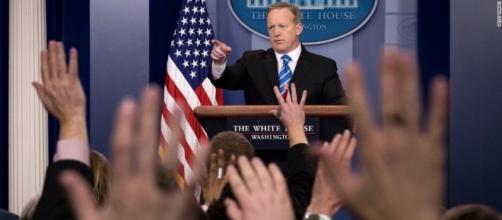 White House blocks CNN, other news organizations from press ... - cnn.com